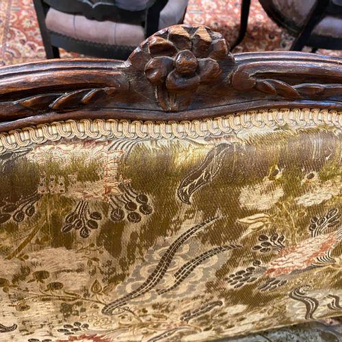 Petit canapé à double évolution en bois naturel mouluré et sculpté  Travail prov…