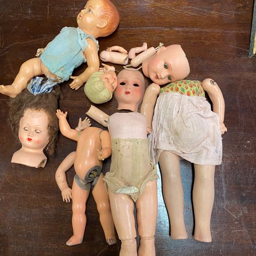 Lot de têtes et corps de poupées, bois, composition, célluloïd (accidents et man…