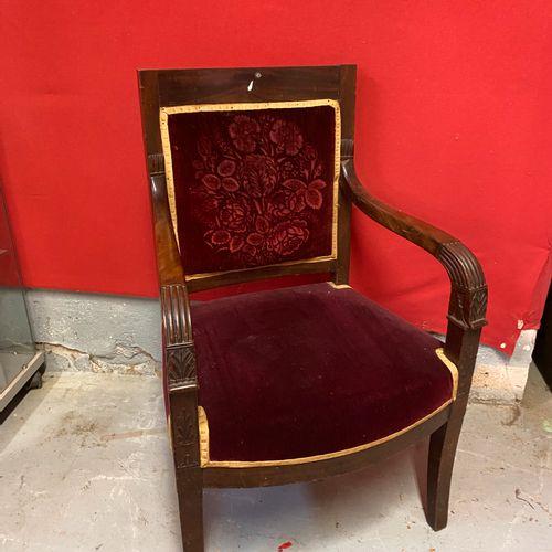 Paire de fauteuils en acajou et placage d'acajou, accotoirs à motifs à motifs de…