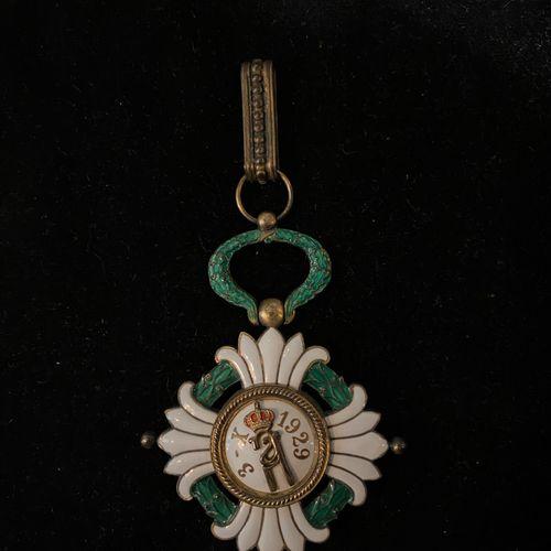 Médaille de l'Ordre de la Couronne Yougoslave, fondé en 1930.  7 x 5,5 cm.