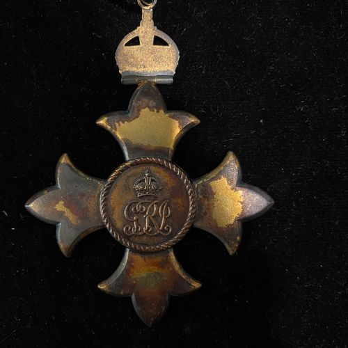 Croix de l'Ordre de l'Empire Britannique  8 x 6,5 cm.