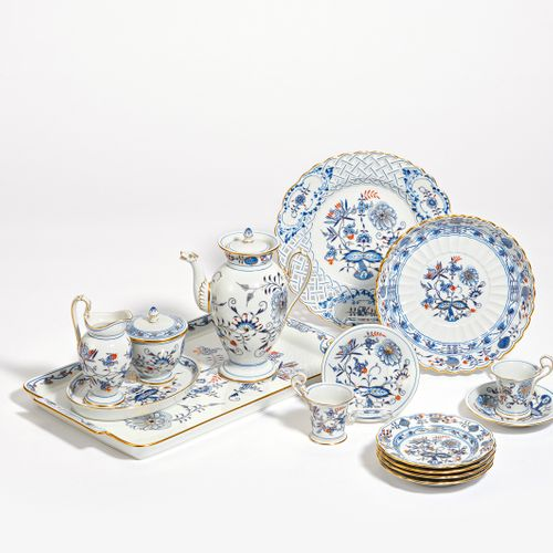 Meissen MOCHA SERVICE WITH OVERDECORATED ONION PATTERN FOR 6 PERSONS. Meissen. P…