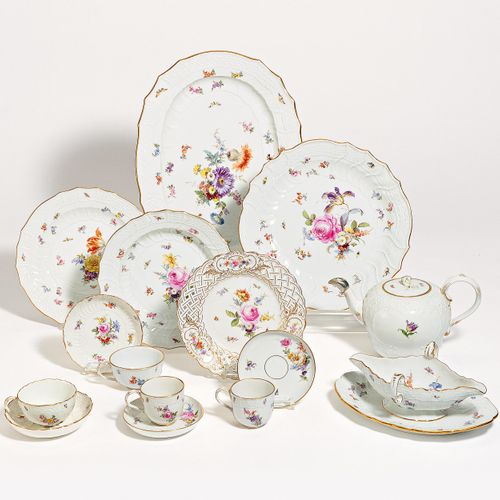 Meissen 70 PIECES FROM A SERVICE DECORATED WITH FLOWERS AND INSECTS. Meissen. Po…
