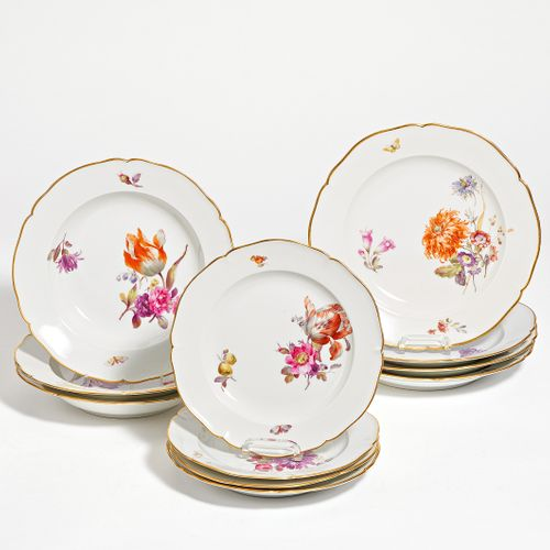 KPM 31 PIECES FROM A SERVICE WITH FLORAL DECOR. KPM. Berlin. Porcelain, painted …