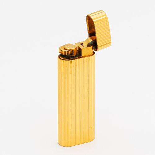 Cartier CARTIER lighter. France, Paris. Golden, total weight: 81,5 g. 7,0 x 1,1 …