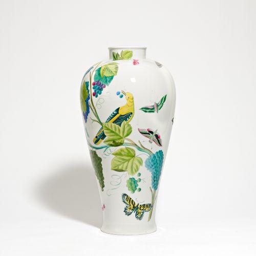 Nymphenburg BOTTOM VASE WITH BIRD DECOR. Nymphenburg. Porcelain, colourfully dec…
