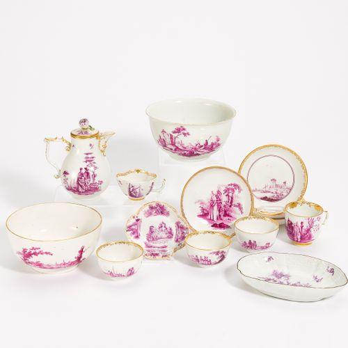 Meissen 12 PIECES WITH DECORATION IN PURPUCAMAIEU. Meissen. Porcelain, decorated…