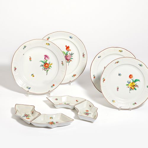 Nymphenburg 42 PIECES FROM A SERVICE WITH FLORAL DECORATION AND BASKET BRANDING.…
