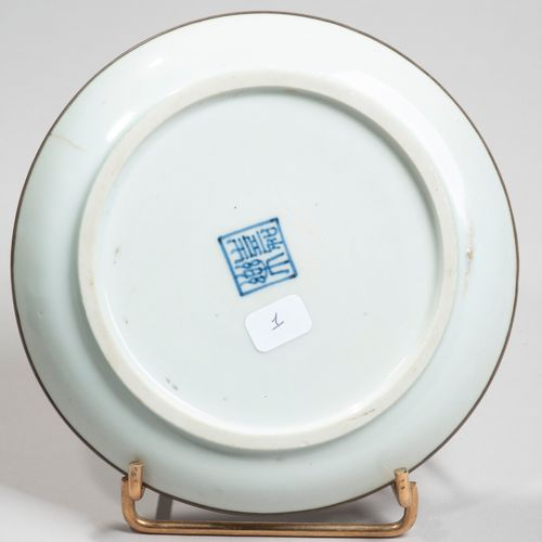 VIETNAM, Hue XIXe siècle Porcelain bowl decorated in blue under a couple of cran…