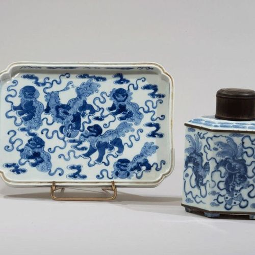 VIETNAM, Hue XIXe siècle Tea bottle and porcelain tray decorated in blue under a…