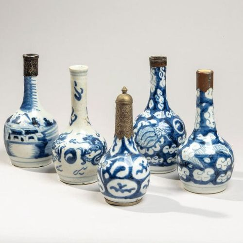 VIETNAM XIXe siècle Five small porcelain bottles decorated in blue under the cov…