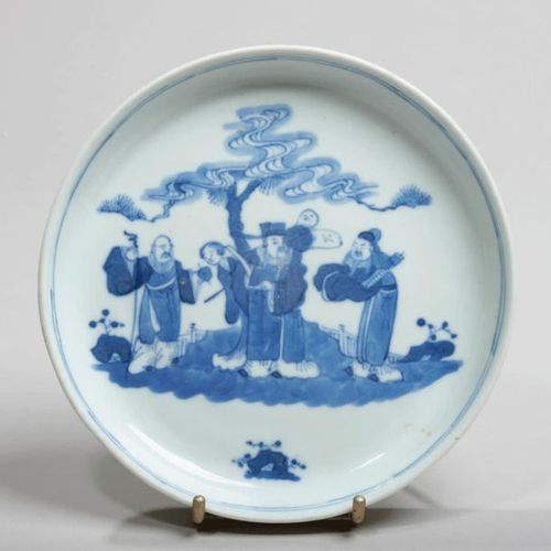 VIETNAM, Hue XIXe siècle Porcelain bowl decorated in blue under a pine tree. On …
