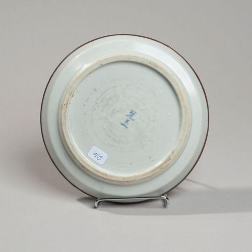 VIETNAM, Hue XIXe siècle Porcelain bowl with blue decoration underneath houses o…