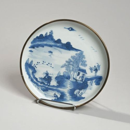 VIETNAM, Hue XIXe siècle Porcelain bowl decorated in blue under a bouvier in a l…