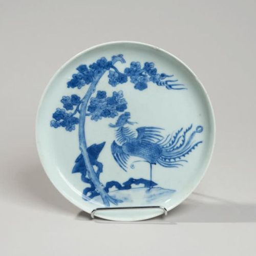 VIETNAM, Hue XIXe siècle Porcelain bowl decorated in blue under a phoenix walkin…