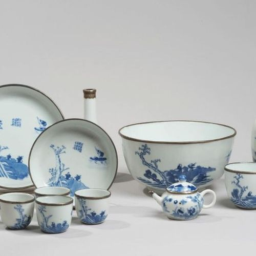 VIETNAM, Hue XIXe siècle Tea service of twelve pieces including a pot, two bowls…