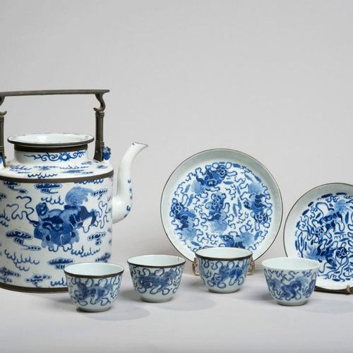 VIETNAM, Hue XIXe siècle Seven piece tea set consisting of a tea pot, two bowls,…