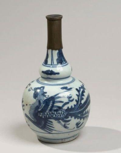 VIETNAM XIXe siècle Double gourd shaped porcelain vase decorated in blue under c…