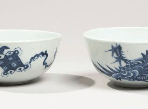 VIETNAM XIXe siècle Pair of porcelain bowls decorated in blue under cover of pho…