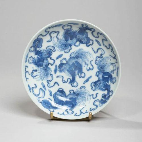 VIETNAM XIXe siècle Porcelain bowl with blue decoration under chimeras and ribbo…
