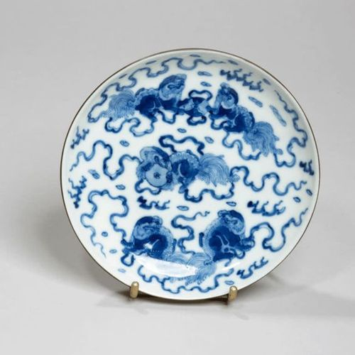 VIETNAM XIXe siècle Porcelain bowl decorated in blue with chimeras playing with …