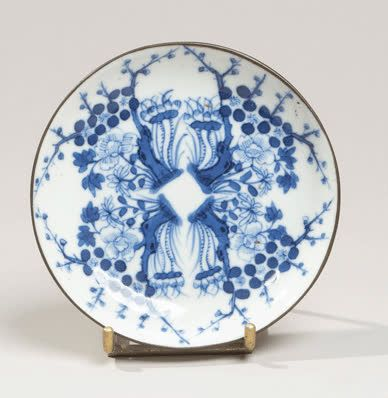 VIETNAM XIXe siècle Porcelain bowl decorated in blue under a tree in bloom. Meta…