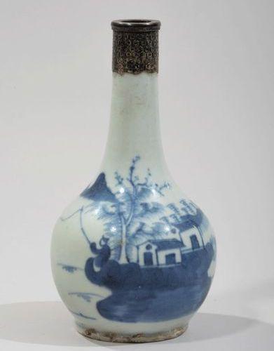 VIETNAM, Hue XIXe siècle Porcelain bottle vase decorated in blue under the cover…