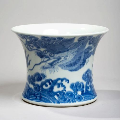 VIETNAM, Hue XIXe siècle Flared porcelain pot decorated in blue under a cover of…