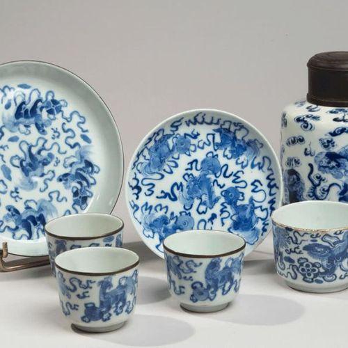 VIETNAM, Hue XIXe siècle Set including four sorbets, a tea pot and two porcelain…