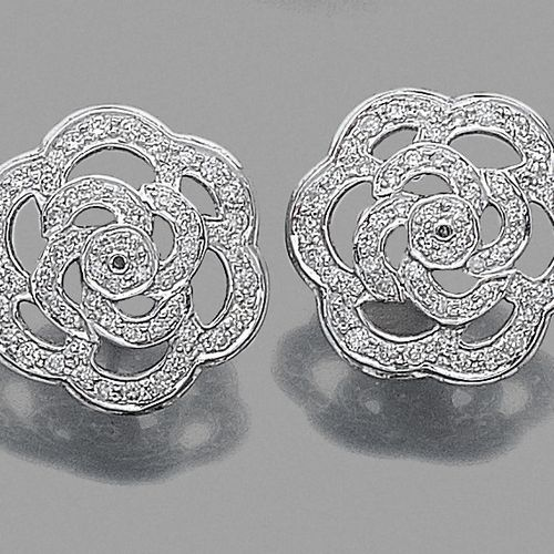 "Pair of ""camellias"" EARRINGS in white gold (750‰) openwork set with brilliant cu…"