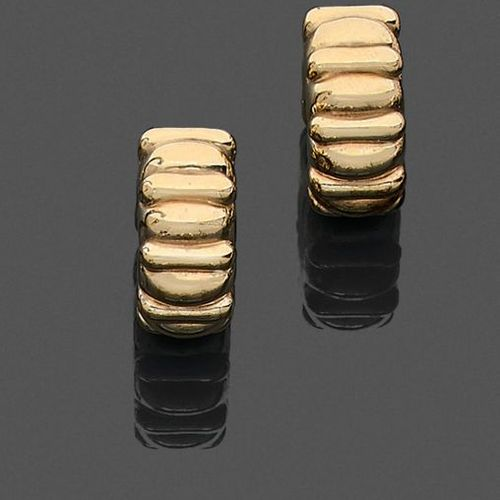 """Pair of """"Creole"""" EARRINGS in yellow gold (750‰) gadrooned. Slight oxidation. Len…"""