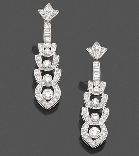 Pair of geometric EARRINGS in openwork white gold (750‰), set with diamonds, fou…