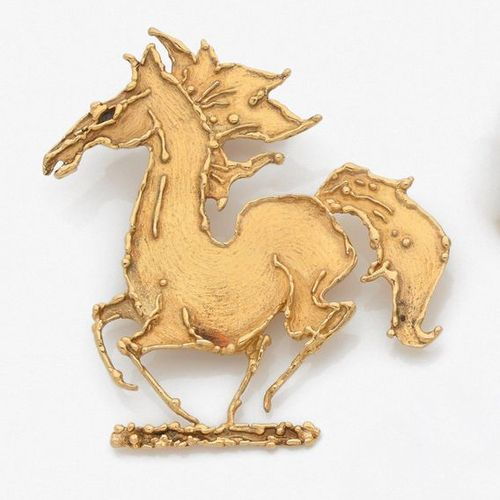 "GEORGE WEIL Important CLIP DE REVERS ""cheval"" in yellow gold (750 ‰) cut, carved…"