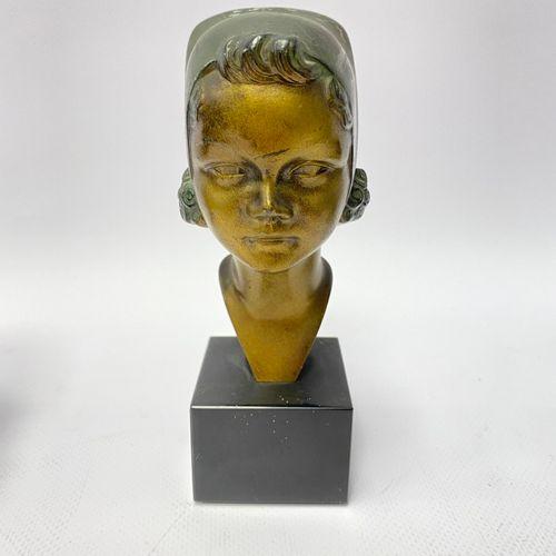 Max LE VERRIER (1891 1973). Buste de jeune fille Régule patiné et doré, signé au…