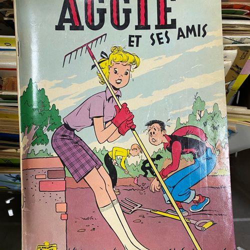 Lot de bandes dessinées, comprenant sept volumes d'Asterix reliés, dix albums di…
