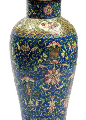 CHINE Vase couvert meiping en porcelaine de la famille rose A décor de fleurs st…