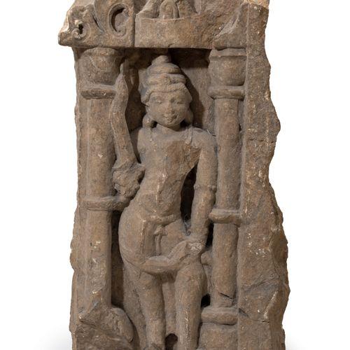 Fragment de sculpture Grès Inde, Xe XIIe siècle Dim. 51 x 25 cm Elle représente …