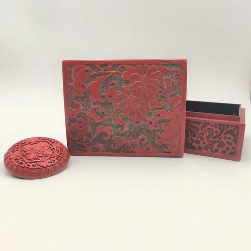 CHINE Deux boîtes en laque de cinabre rouge L'une rectangulaire, l'autre circula…