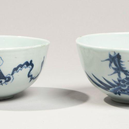 VIETNAM XIXe siècle Paire de bols en porcelaine à décor en bleu sous couverte de…