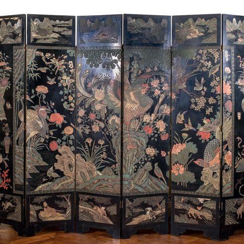 CHINE Fin XIXe/début XXe siècle Paravent à six feuilles en laque polychrome dite…