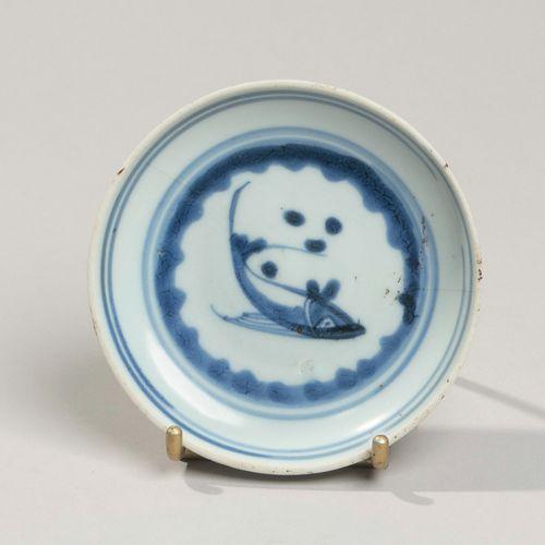 VIETNAM, Hue XIXe siècle Coupelle en porcelaine à décor en bleu sous couverte d'…