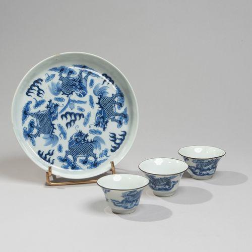 VIETNAM, Hue XIXe siècle Ensemble comprenant trois sorbets et une coupelle en po…