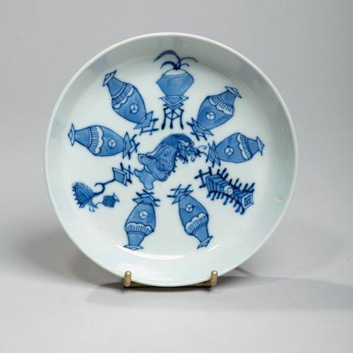 VIETNAM, Hue Début XXe siècle Coupelle en porcelaine à décor en bleu sous couver…