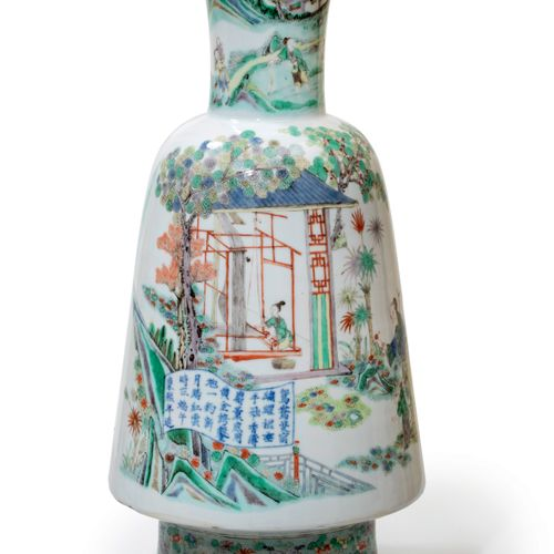 CHINE Dynastie Qing Vase Maillet en porcelaine à décor émaillé polychrome dans l…