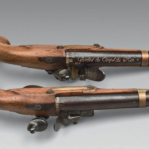 Belle paire de pistolets de garde du corps du Roi, premier modèle, canons à pans…