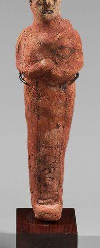 Shaouabti inscrit sur une colonne ventrale. Les bras et les yeux sont modelés. T…