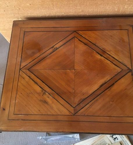 Scriban chest of drawers in veneer, decorated with nets, opening by a flap and t…