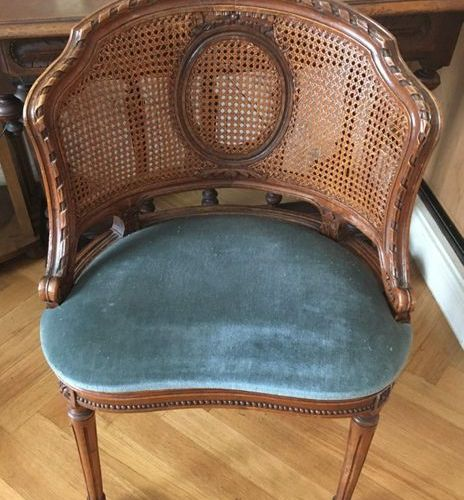 Office chair  H: 77 cm  Seat height: 42 cm  LOT IN STORAGE CONDITION OF PARTICUL…