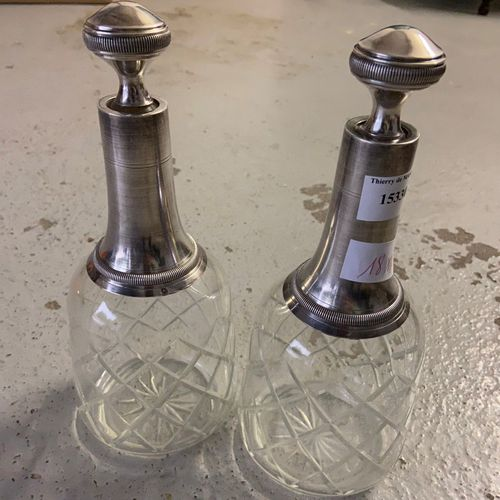 Pair of decanters mounted in silver, minerva punch  H: 26 cm  PB: approx. 1240 g…