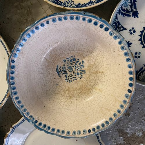Lot of about 15 earthenware and porcelain plates with blue white decoration and …